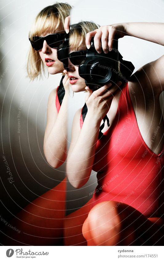 Behind the Mirror VI Frau Mensch Jugendliche schön Farbe Leben Erotik Gefühle Erwachsene träumen Freizeit & Hobby elegant Fotografie ästhetisch Zukunft