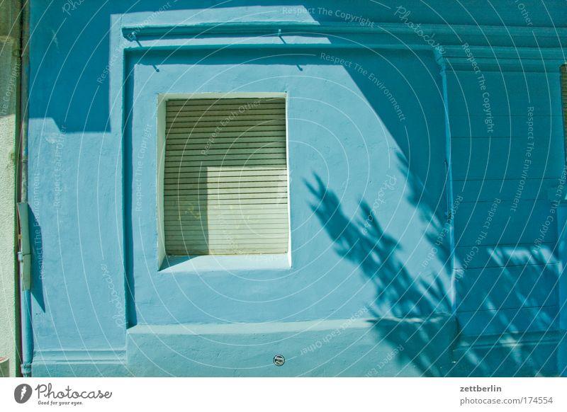 Blau Haus Stadthaus Mieter Vermieter Ladengeschäft Handel geschäftslokal Schaufenster Wand Fassade Fenster Jalousie Rollladen Partnerschaft Rollo geschlossen