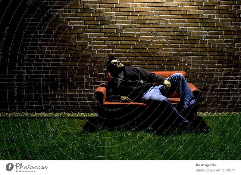 im mondschein Mensch ruhig Erholung Gras Freiheit Beleuchtung sitzen liegen Sofa Raum Backstein Wohnzimmer gemütlich Zeit ruhen