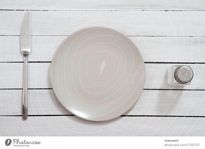 Hunger? weiß klein leer Tisch warten Appetit & Hunger Stillleben Teller Abendessen Messer Holztisch Besteck Salz Tafelmesser Salzstreuer