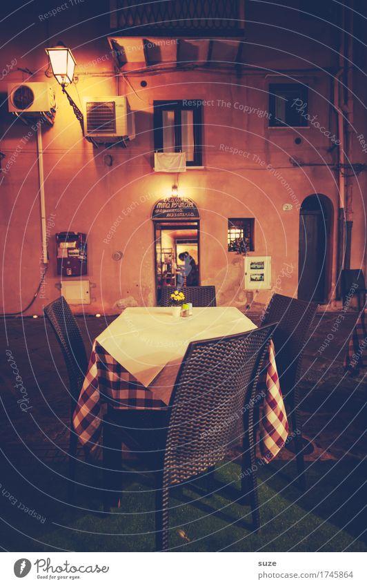 Traditionale Stil Ferien & Urlaub & Reisen Tourismus Städtereise Stuhl Tisch Restaurant Kultur Stadt Altstadt Fassade Fenster warten historisch Wärme Vorfreude