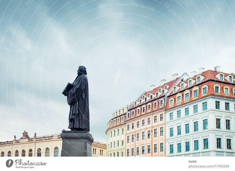 Vortrag Tourismus Städtereise Haus Skulptur Kultur Himmel Stadt Stadtzentrum Platz Marktplatz Architektur Sehenswürdigkeit Wahrzeichen Denkmal Zeichen stehen