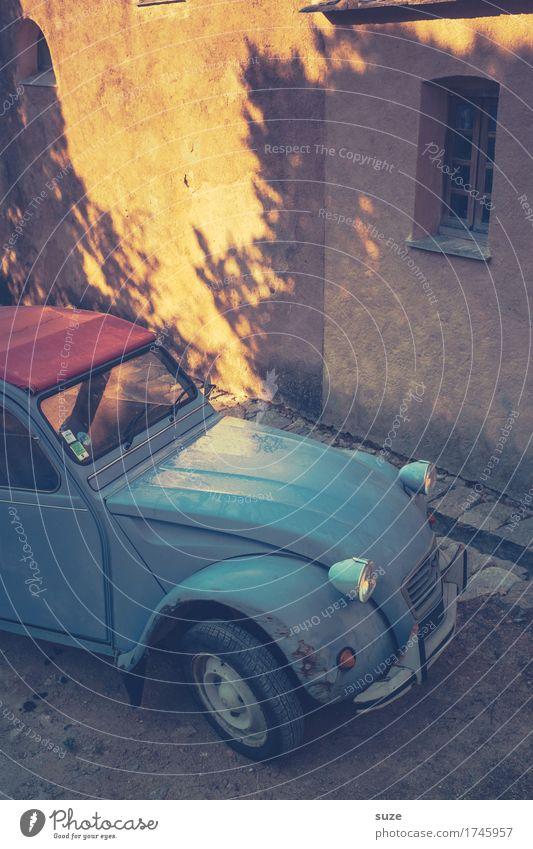 Halbe franz. Ente Design Ferien & Urlaub & Reisen Tourismus Sommer Kultur Dorf Verkehrsmittel Autofahren Fahrzeug PKW Oldtimer kaputt niedlich retro trist