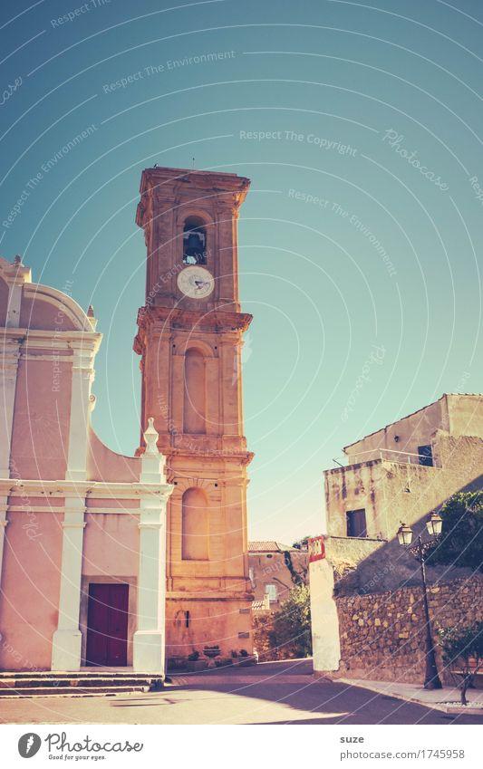 Viertel nach fünf Ferien & Urlaub & Reisen Sommer Uhr Kultur Wärme Dorf Kirche Platz Gebäude alt historisch trocken Gastfreundschaft Glaube Religion & Glaube