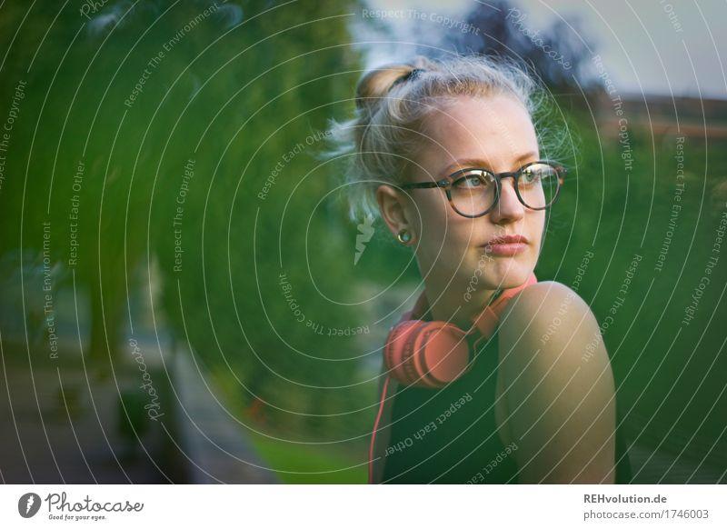Alexa   Cityhipster Mensch Frau Jugendliche Junge Frau Stadt schön Einsamkeit 18-30 Jahre Gesicht Erwachsene Traurigkeit natürlich feminin Haare & Frisuren
