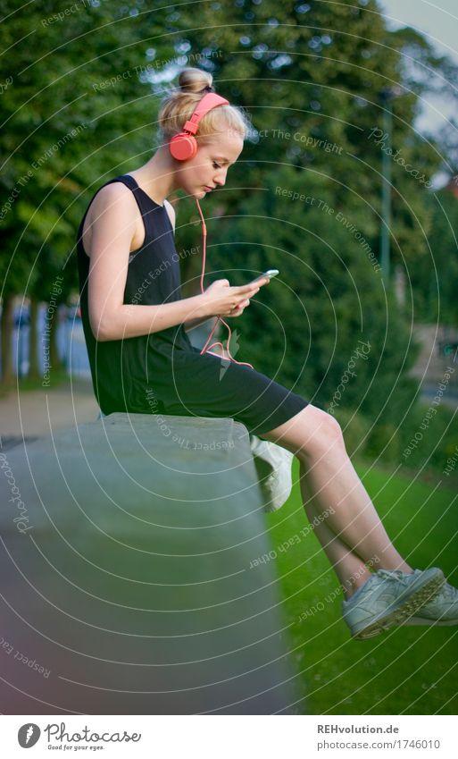 Alexa | Cityhipster Zufriedenheit Erholung ruhig Freizeit & Hobby Musik hören Sommer Mensch feminin Junge Frau Jugendliche 1 18-30 Jahre Erwachsene Kultur