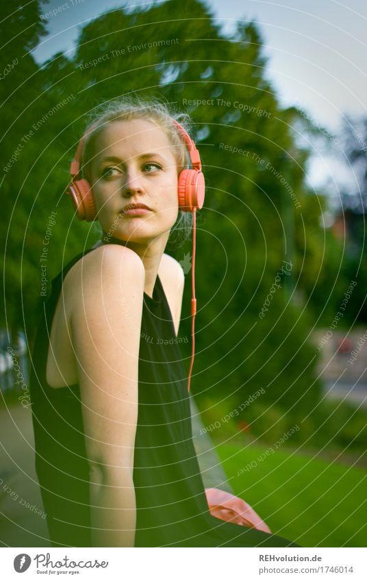 Alexa | Cityhipster Lifestyle Stil Freizeit & Hobby Mensch feminin Junge Frau Jugendliche Erwachsene 1 18-30 Jahre Jugendkultur Subkultur Musik Musik hören