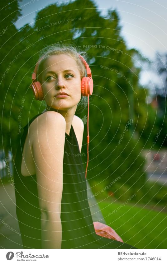 Alexa | Cityhipster Mensch Frau Jugendliche Junge Frau Stadt 18-30 Jahre Erwachsene Lifestyle Traurigkeit feminin Stil außergewöhnlich Freizeit & Hobby träumen