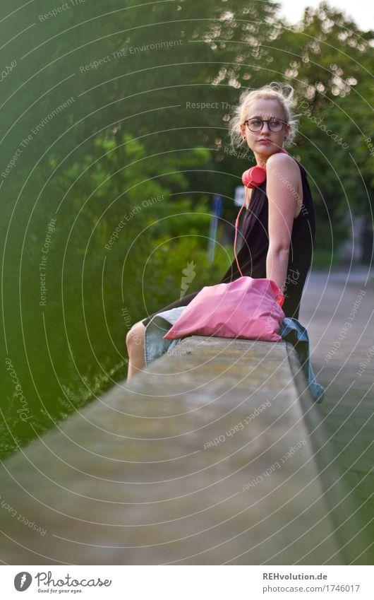 Alexa | Cityhipster Mensch Jugendliche schön Junge Frau 18-30 Jahre Erwachsene Lifestyle feminin Stil Mauer außergewöhnlich Haare & Frisuren Design rosa blond
