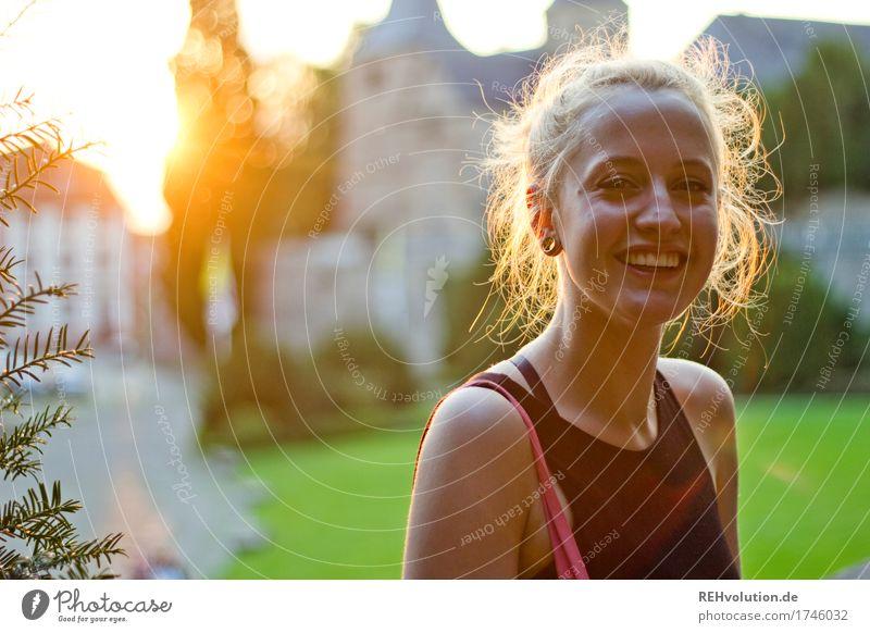 Alexa | Stadt-Abendlicht Mensch feminin Junge Frau Jugendliche Gesicht 1 18-30 Jahre Erwachsene Landkreis Fulda Kleinstadt Stadtzentrum Kirche Dom Ohrringe