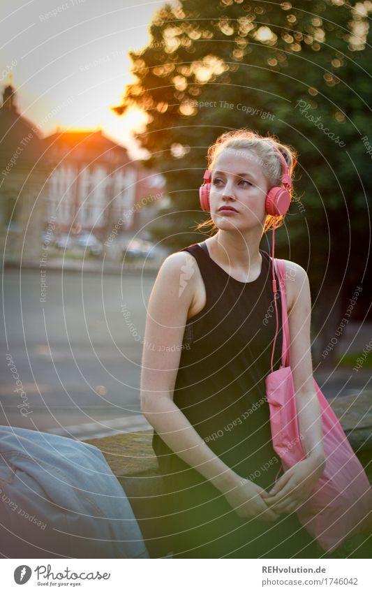 Alexa | Cityhipster Lifestyle Stil Freizeit & Hobby Unterhaltungselektronik Mensch feminin Junge Frau Jugendliche 1 18-30 Jahre Erwachsene Kultur Jugendkultur