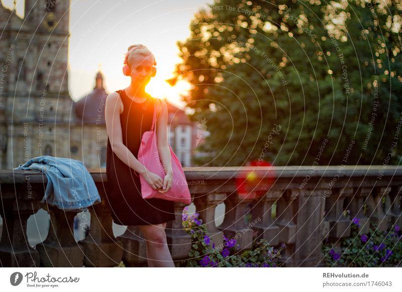 Alexa | Cityhipster Lifestyle Stil Freizeit & Hobby Mensch feminin Junge Frau Jugendliche 1 18-30 Jahre Erwachsene Jugendkultur Musik hören Medien