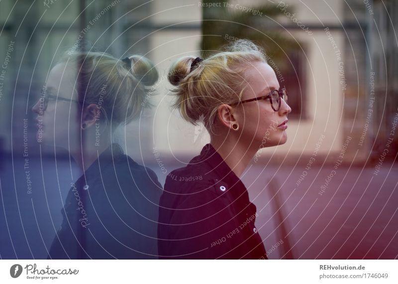 Alexa | Cityhipster Mensch Jugendliche Stadt schön Junge Frau Einsamkeit Haus 18-30 Jahre Gesicht Erwachsene Traurigkeit feminin außergewöhnlich