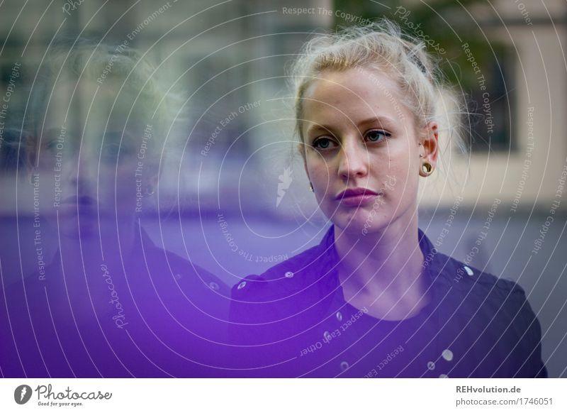 Alexa | Cityhipster Mensch Jugendliche Stadt schön Junge Frau 18-30 Jahre Gesicht Erwachsene Traurigkeit Lifestyle feminin Stil außergewöhnlich Glas blond