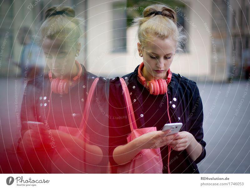 Alexa | Cityhipster Mensch Jugendliche Stadt schön 18-30 Jahre Erwachsene Lifestyle feminin Stil Junge Design rosa modern blond authentisch Kultur