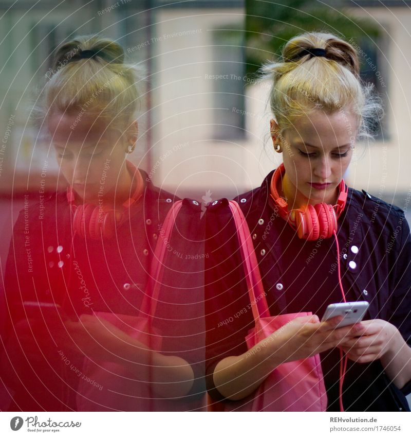Alexa | Cityhipster Mensch Jugendliche Stadt schön Junge Frau 18-30 Jahre Erwachsene außergewöhnlich Mode Haare & Frisuren blond Musik Kommunizieren Kultur Jugendkultur Coolness