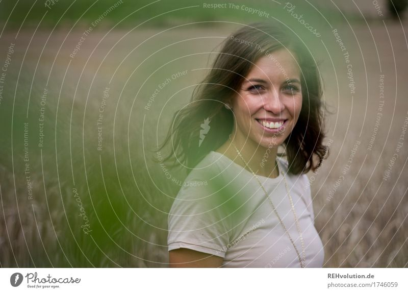 Julia | strahlt schön Haare & Frisuren Mensch feminin Junge Frau Jugendliche Gesicht 1 18-30 Jahre Erwachsene Umwelt Natur Landschaft Feld T-Shirt brünett