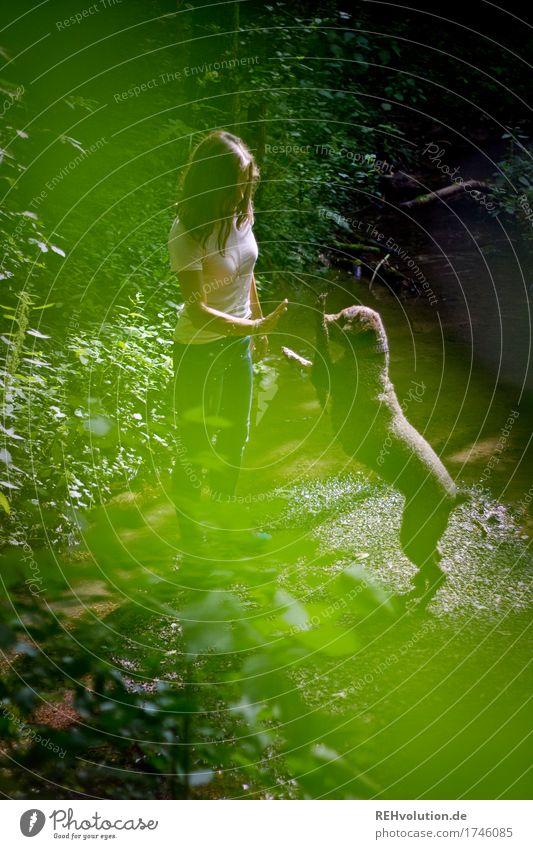 check Freizeit & Hobby Spielen Mensch feminin Junge Frau Jugendliche 1 18-30 Jahre Erwachsene Umwelt Natur Landschaft Sommer Pflanze Baum Wald Bach Tier