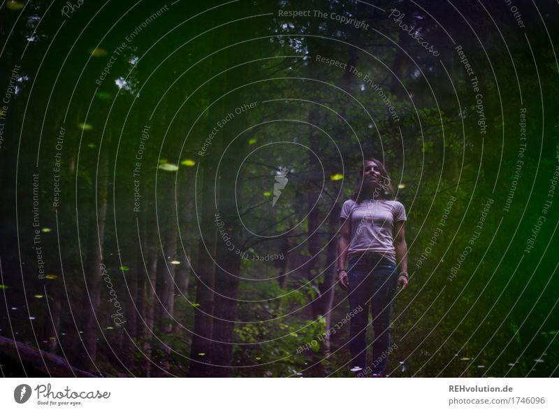 Julia | Spiegelbild Freizeit & Hobby Ausflug Mensch feminin Junge Frau Jugendliche Erwachsene 1 18-30 Jahre Umwelt Natur Wald See T-Shirt Jeanshose Wasser