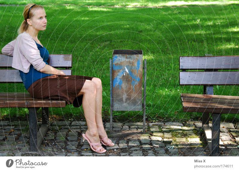 Ich Frau Mensch Jugendliche schön Ferien & Urlaub & Reisen Erholung Garten träumen Park Denken Zufriedenheit Mode blond Erwachsene Ausflug