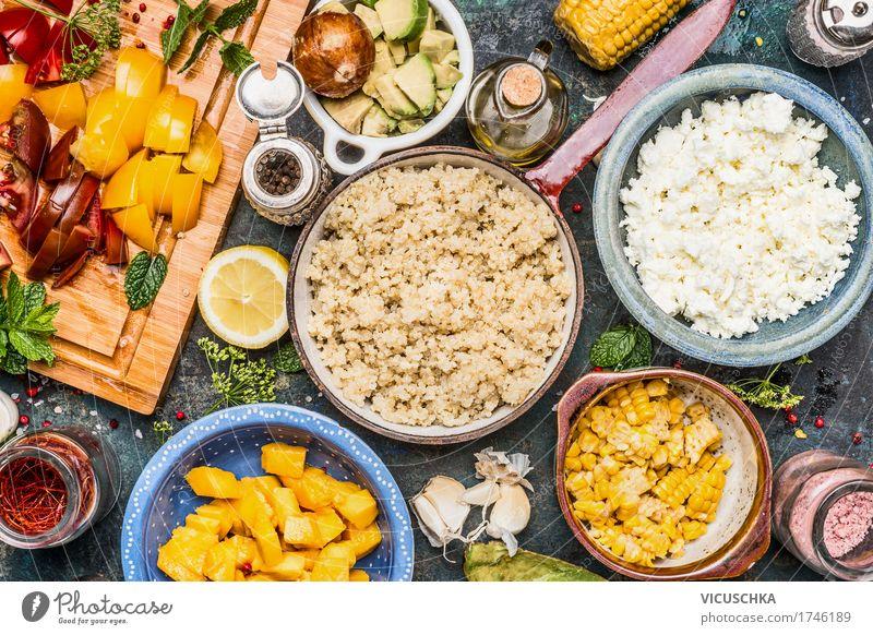 Quinoa mit gehacktem Gemüse Zutaten Lebensmittel Salat Salatbeilage Frucht Getreide Kräuter & Gewürze Öl Ernährung Mittagessen Büffet Brunch Bioprodukte
