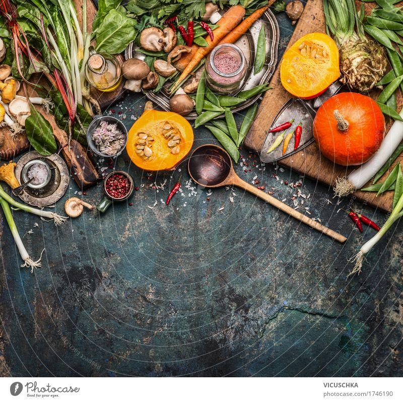 Kürbis mit vegetarischen Zutaten Lebensmittel Gemüse Kräuter & Gewürze Öl Ernährung Bioprodukte Vegetarische Ernährung Diät Slowfood Geschirr