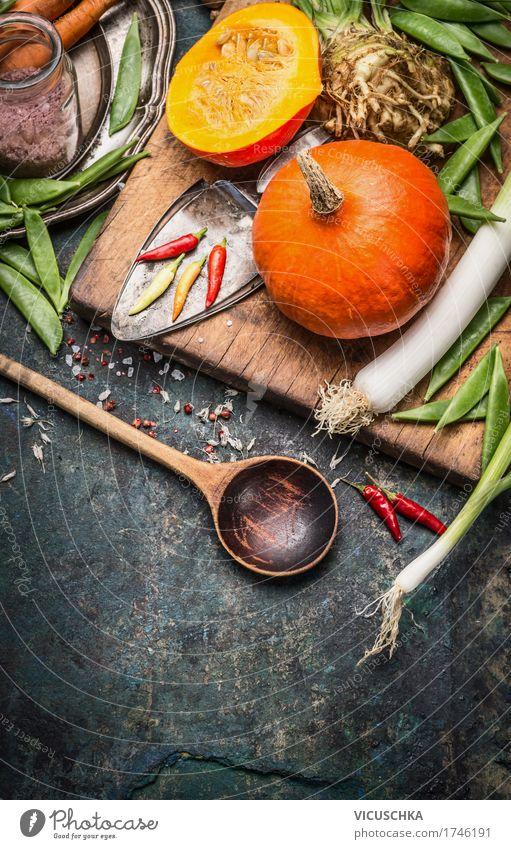 Kürbis , Kochlöffel und Gemüse Winter Foodfotografie gelb Leben Herbst Stil Lebensmittel Design Ernährung Tisch Kräuter & Gewürze Küche Symbole & Metaphern