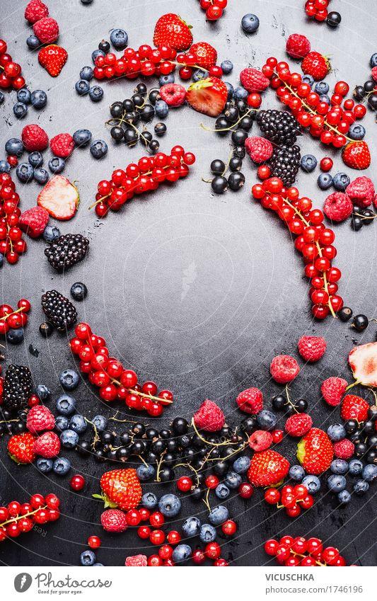 Verschiedene Beeren Rahmen Lebensmittel Frucht Dessert Ernährung Bioprodukte Vegetarische Ernährung Diät Saft Stil Design Gesunde Ernährung Sommer Natur Vitamin