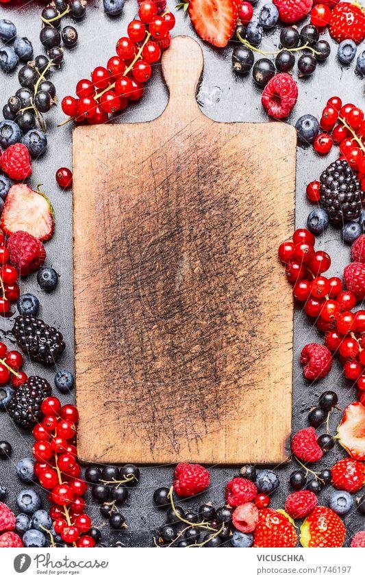Leere Schneidebrett und Beeren Natur Sommer Gesunde Ernährung Leben Foodfotografie Essen Hintergrundbild Stil Holz Lebensmittel Design Frucht kochen & garen