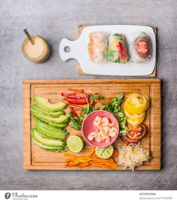 Reispapier Rollen mit Gemüse Zutaten und Erdnuss-Dip Lebensmittel Meeresfrüchte Salat Salatbeilage Kräuter & Gewürze Öl Ernährung Mittagessen Abendessen Büffet