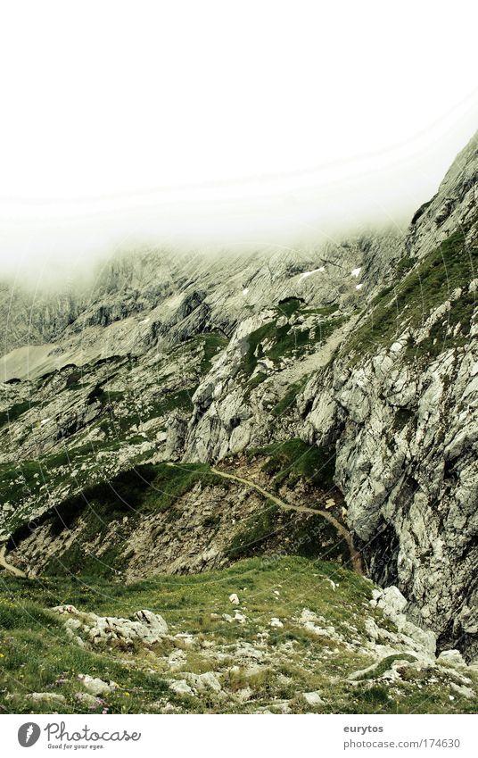 Nebelgrenze Farbfoto Außenaufnahme Textfreiraum oben Tag Kontrast Silhouette Zentralperspektive Weitwinkel Klettern Bergsteigen Umwelt Natur Landschaft Himmel