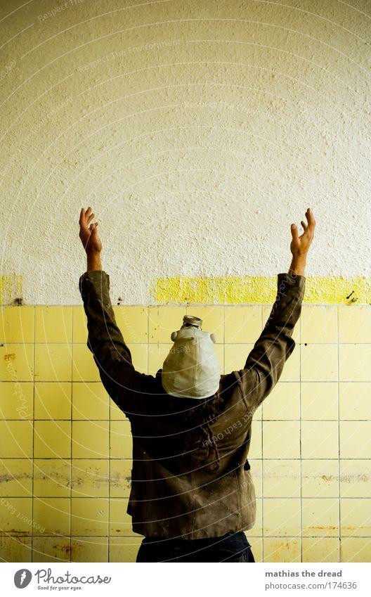 YMCA Mensch Mann Hand Jugendliche Haus gelb Wand Mauer Gebäude Tanzen Religion & Glaube Erwachsene maskulin hoch Fabrik