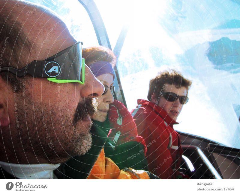 just cool 1 Sonne Menschengruppe Coolness Bart Sonnenbrille Sesselbahn Seilbahn Winterurlaub