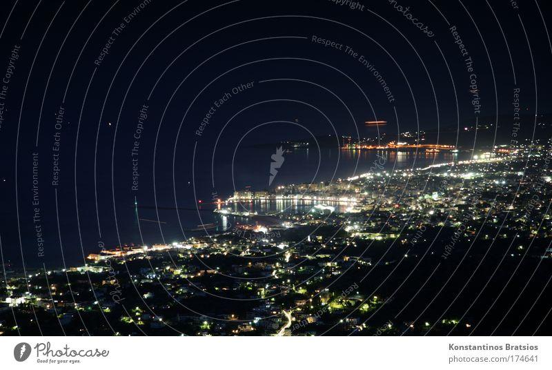 Nachtansicht einer Hafenstadt Meer Ferien & Urlaub & Reisen ruhig Haus Straße dunkel Erholung Wasserfahrzeug Küste glänzend Europa Insel Tourismus Hafen Nachthimmel leuchten