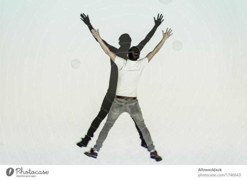 Schattenballett 1 Freude Spielen maskulin Junger Mann Jugendliche Erwachsene Mensch 18-30 Jahre 30-45 Jahre Lebensfreude Bewegung x springen Farbfoto