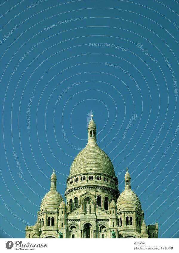 Basilique du Sacré-Cœur Farbfoto Außenaufnahme Menschenleer Textfreiraum links Textfreiraum rechts Textfreiraum oben Textfreiraum Mitte Tag Sonnenlicht