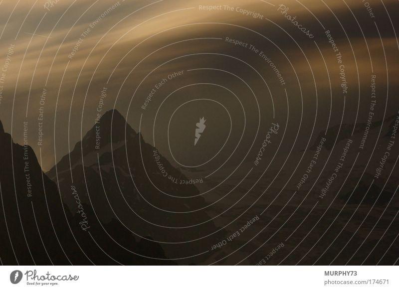Bergspitze und Gletscher in der Nacht... Natur Himmel weiß Sommer ruhig schwarz Wolken Tod Berge u. Gebirge grau träumen Landschaft Nebel Wind Wetter Umwelt