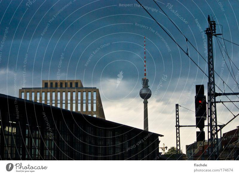 mist... vergessen wo das war ;) blau Stadt Ferien & Urlaub & Reisen Berlin Einsamkeit schwarz dunkel Architektur einzigartig Telekommunikation Fernseher