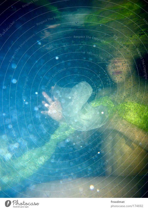 nix zu sehen Farbfoto Unterwasseraufnahme Blitzlichtaufnahme Oberkörper Stil exotisch Wellness Leben Wohlgefühl Erholung ruhig Whirlpool Schwimmen & Baden