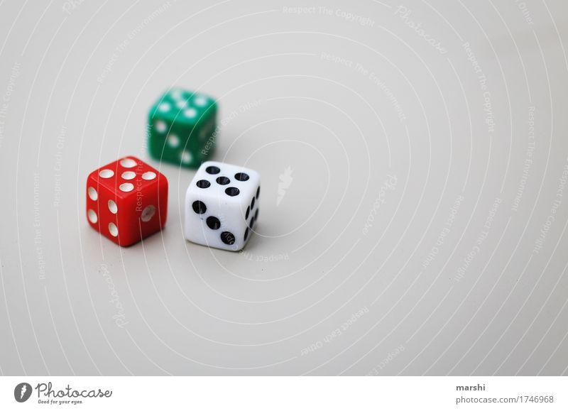 Glücksspiel Freizeit & Hobby Spielen Poker Stimmung Abenteuer Würfel Sucht Spielsucht grün rot weiß würfeln Spielzeug sprechen Unterhaltungsindustrie