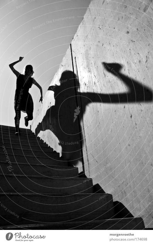 Der Wanderer und sein Schatten IV Schwarzweißfoto Außenaufnahme abstrakt Hintergrund neutral Tag Sonnenlicht Mensch Junge Frau Jugendliche 1 18-30 Jahre