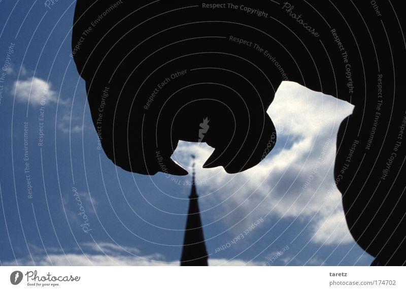Haps! weiß blau schwarz Wolken Ernährung Religion & Glaube Deutschland ästhetisch Kirche Gebiss bedrohlich Brunnen Christliches Kreuz Denkmal Appetit & Hunger