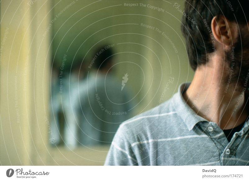 ausblick Mensch Haare & Frisuren Kopf maskulin Unendlichkeit Ohr hören Bart Spiegel analog Schüchternheit Spiegelbild Rückansicht Unschärfe Oberkörper