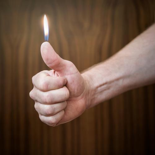 echt heiß! Stil Design Gesundheit Rauchen Rauschmittel Wohlgefühl Freizeit & Hobby Feste & Feiern Silvester u. Neujahr Geburtstag Hand Finger Verantwortung