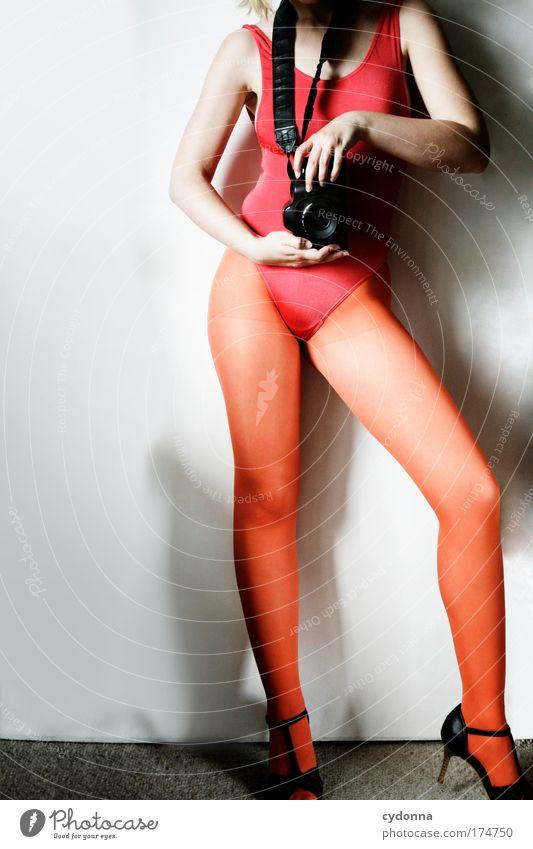 KLICK Frau Mensch Jugendliche schön Freude Erwachsene Farbe Leben Erotik Beine Körper Freizeit & Hobby elegant Fotografie ästhetisch Zukunft
