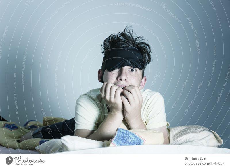 Nachtaktive Angst Kind Mensch maskulin Junge 1 8-13 Jahre Kindheit Blick bedrohlich gruselig Gefühle träumen Müdigkeit Entsetzen Todesangst gefährlich Stress