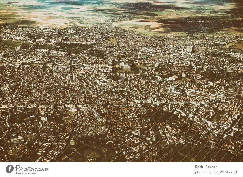 Luftbild von Bukarest-Stadt in Rumänien Himmel Ferien & Urlaub & Reisen Sommer Landschaft Ferne Umwelt Architektur Gebäude braun Häusliches Leben Europa
