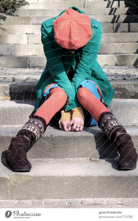 overtrashed Gedeckte Farben Design feminin Junge Frau Jugendliche 18-30 Jahre Erwachsene Jugendkultur Subkultur Punk Mode Jacke Mütze schwarzhaarig Pony demütig