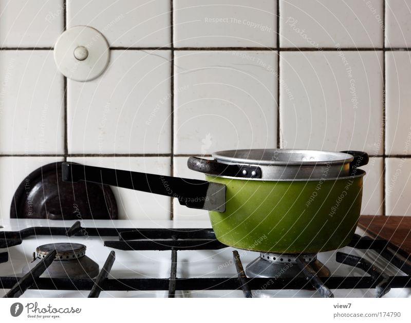 Eingelegte Kellertreppe alt weiß grün Haus Stein Raum Metall Ordnung Kochen & Garen & Backen retro Küche authentisch Wandel & Veränderung Dekoration & Verzierung Häusliches Leben Vergänglichkeit