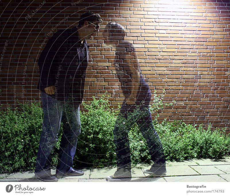 weiterstreiten. doch nicht durchschaubar. Farbfoto 2 Mensch kämpfen Konflikt & Streit schreien Ehe Ehepaar Geister u. Gespenster Krach Ärger Wut Frau Mann